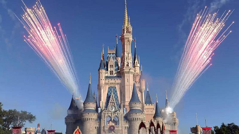 Disney World Makes Preps for Awesome Christmas Experience