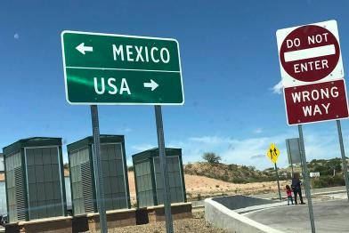 US Mexico border sign
